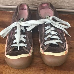 Keen Brown Lace Up Sneaker with Pink Trim Size 4